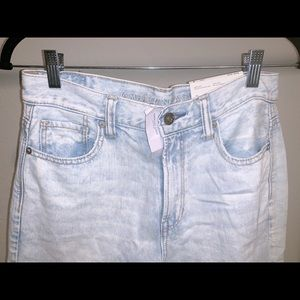 American Eagle Light Washed Mom Jeans